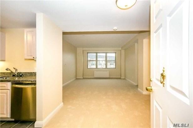 Residential, Condo - Port Washington, NY (photo 5)