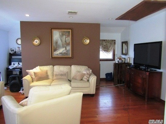 Rental Home, Colonial - Bellerose, NY (photo 3)