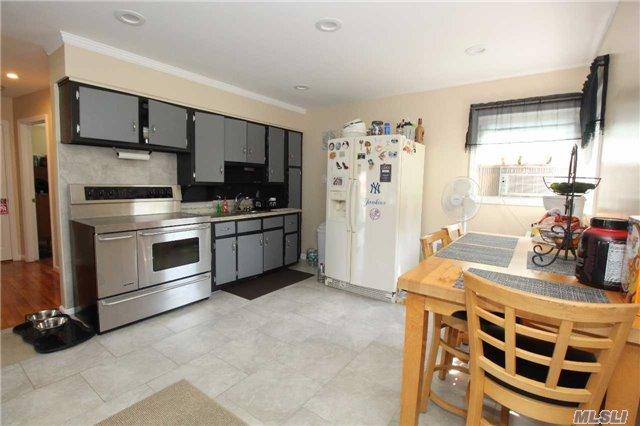 Residential, Cape - Bethpage, NY (photo 4)