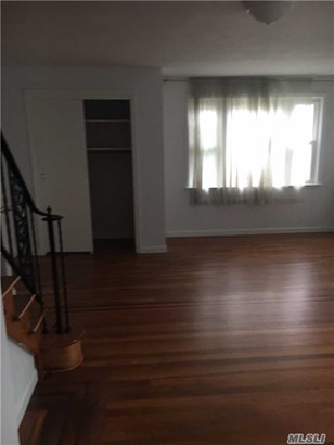 Rental Home, Colonial - New Hyde Park, NY (photo 4)