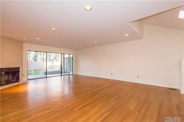 Co-Op, Rental Home - Glen Head, NY (photo 3)