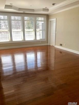 Rental Home, Apt In Bldg - Westbury, NY (photo 3)