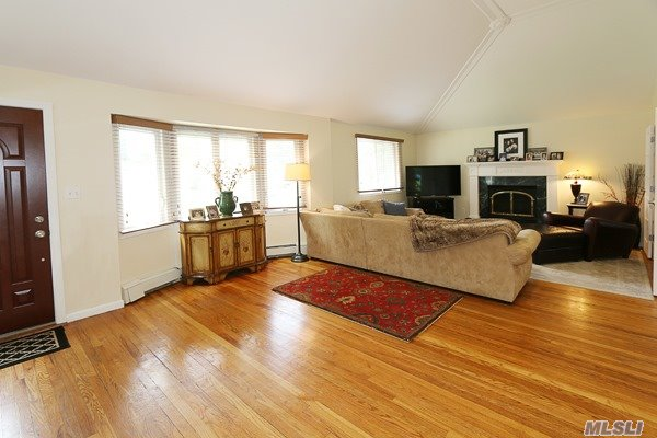 Residential, Ranch - Greenlawn, NY (photo 4)