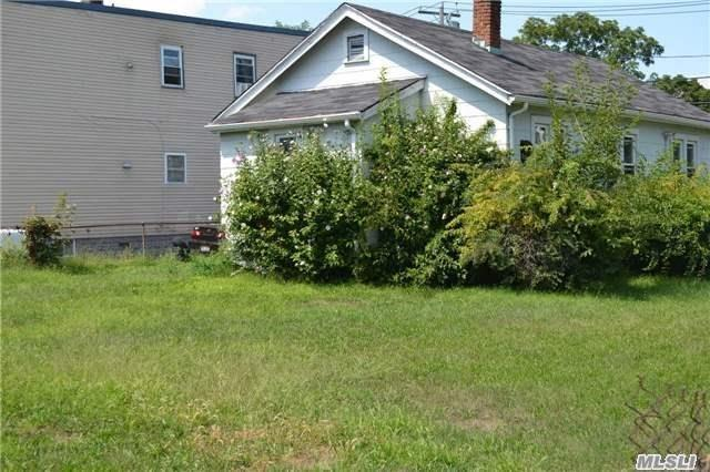 Residential, Bungalow - Roosevelt, NY (photo 3)
