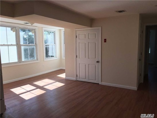 Rental Home, Apt In Bldg - Oyster Bay, NY (photo 3)