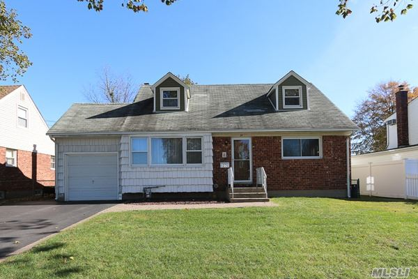 Residential, Exp Cape - Hicksville, NY (photo 1)