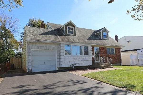 Residential, Exp Cape - Hicksville, NY (photo 2)