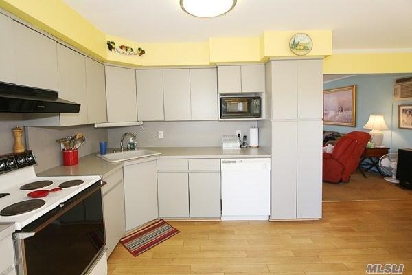 Residential, Exp Cape - Hicksville, NY (photo 5)