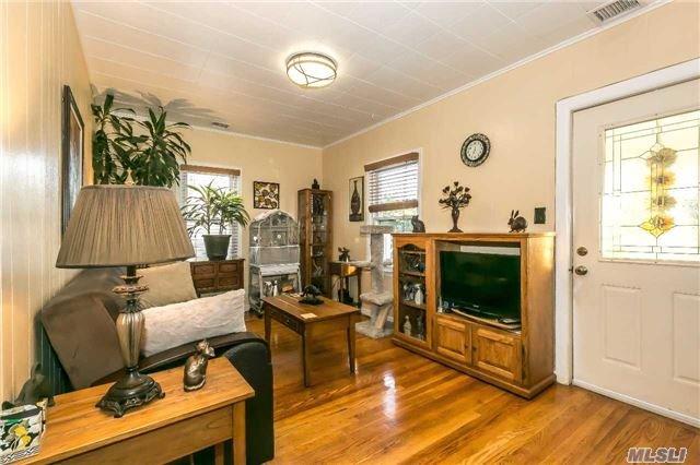 Residential, Ranch - Westbury, NY (photo 2)