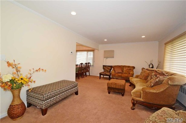 Rental Home, Cape - New Hyde Park, NY (photo 4)