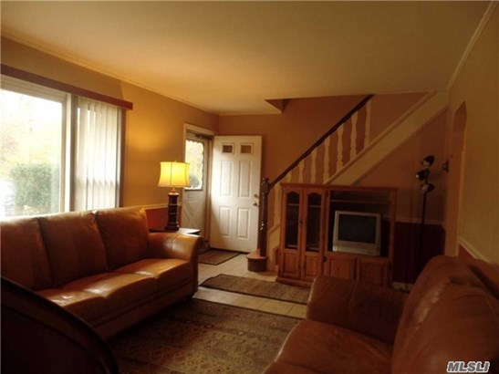 Residential, Cape - Westbury, NY (photo 2)