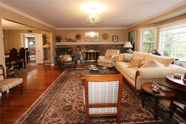 Residential, Ranch - Great Neck, NY (photo 3)