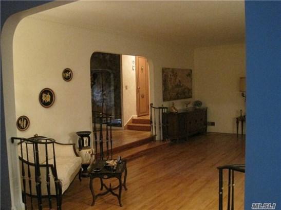 Rental Home, Ranch - Great Neck, NY (photo 3)