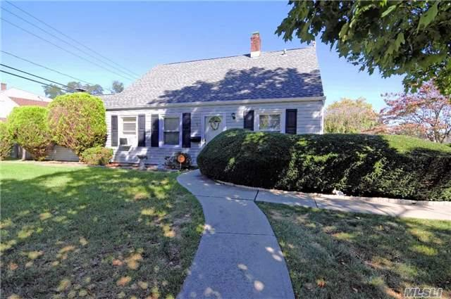 Residential, Exp Cape - Levittown, NY (photo 1)