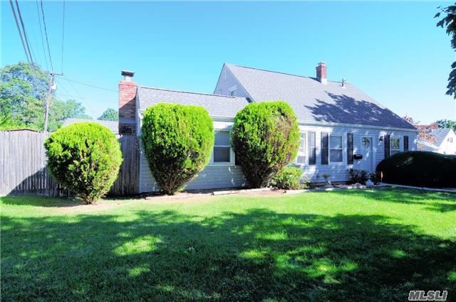 Residential, Exp Cape - Levittown, NY (photo 3)