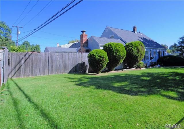 Residential, Exp Cape - Levittown, NY (photo 4)