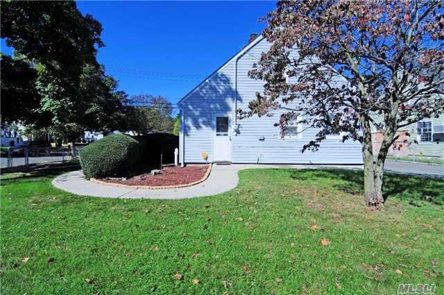 Residential, Exp Cape - Levittown, NY (photo 5)