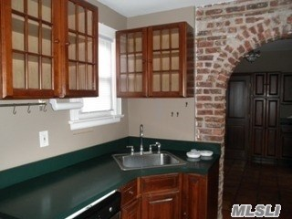 Rental Home, Colonial - Oyster Bay, NY (photo 4)