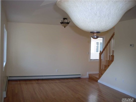 Rental Home, Colonial - New Hyde Park, NY (photo 5)