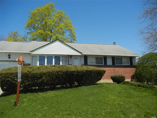 Residential, Ranch - Old Bethpage, NY (photo 1)