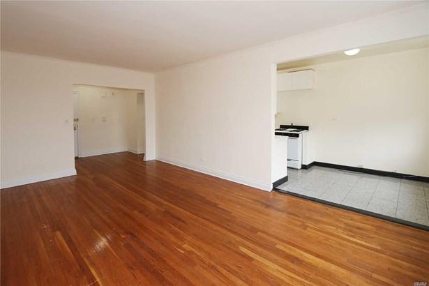 Rental Home, Apt In Bldg - Great Neck, NY (photo 5)