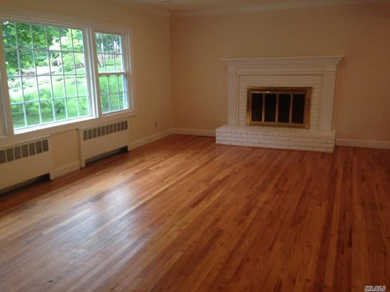 Rental Home, Colonial - Roslyn, NY (photo 2)