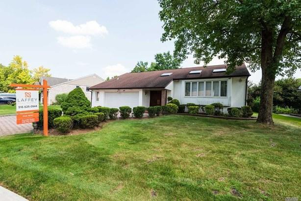 Rental Home, 2 Story - Roslyn, NY