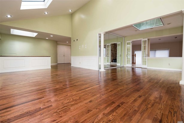Rental Home, 2 Story - Roslyn, NY (photo 3)