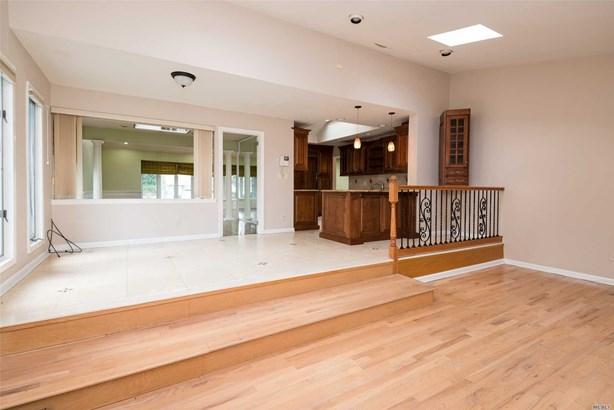 Rental Home, 2 Story - Roslyn, NY (photo 5)