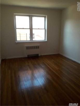 Rental Home, Apt In Bldg - Flushing, NY (photo 2)