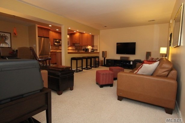 Co-Op, Residential - Wheatley Heights, NY (photo 3)