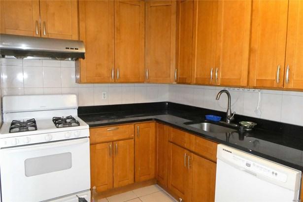 Rental Home, Apt In Bldg - Flushing, NY (photo 4)
