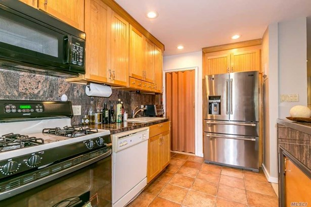 Townhouse, Residential - Forest Hills, NY (photo 3)