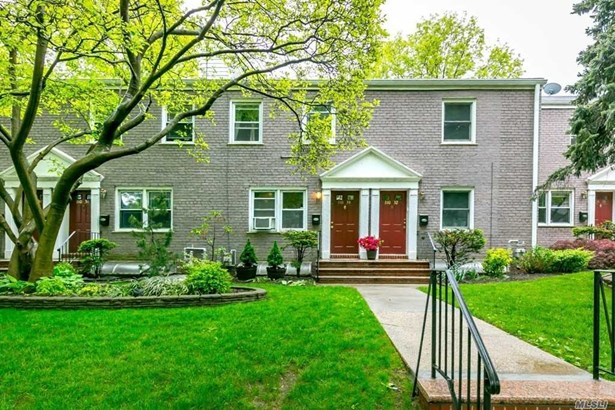 Townhouse, Residential - Forest Hills, NY (photo 4)