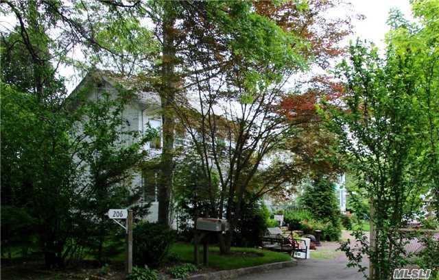 Colonial, Multi-Family - Great Neck, NY (photo 2)