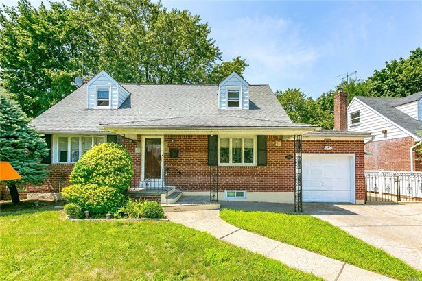 Residential, Cape - Elmont, NY