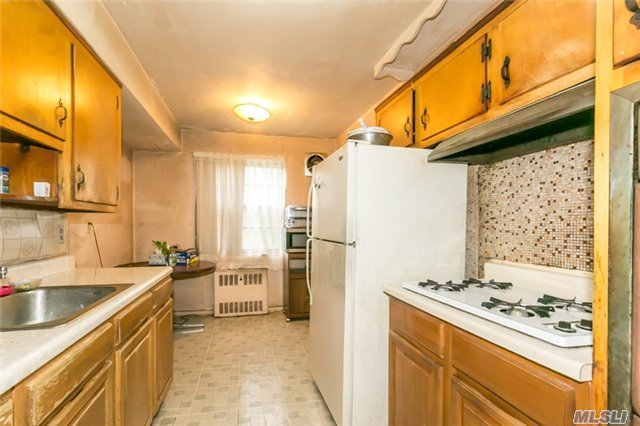 Townhouse, Residential - Jackson Heights, NY (photo 5)