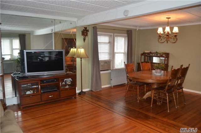 Residential, Colonial - Elmont, NY (photo 5)