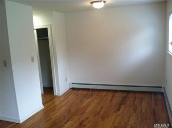 Rental Home, Studio - Port Washington, NY (photo 5)