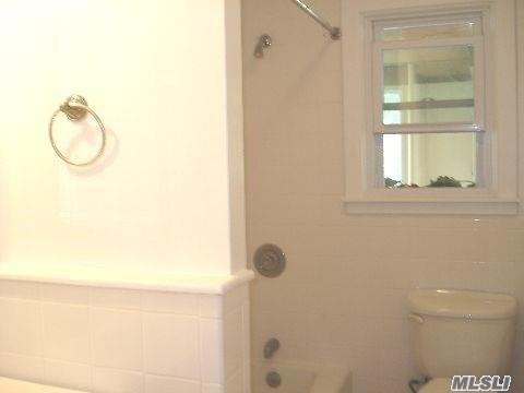 Rental Home, Colonial - Port Washington, NY (photo 4)