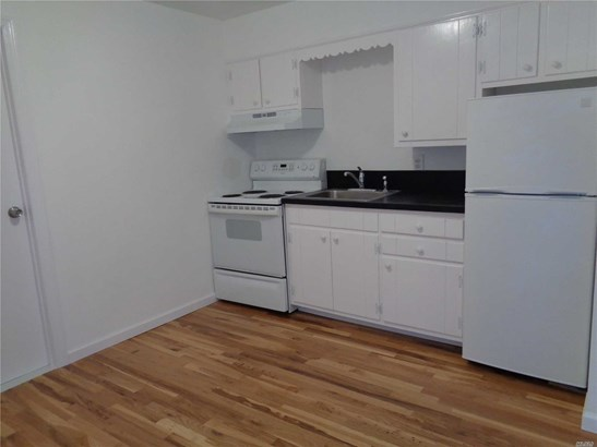 Rental Home, Apt In Bldg - Greenlawn, NY