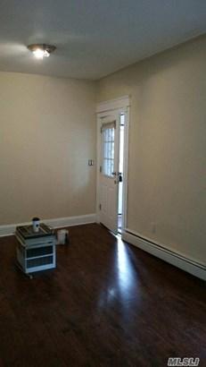 Rental Home, Apt In House - Flushing, NY (photo 4)