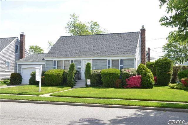 Rental Home, Cape - Hicksville, NY