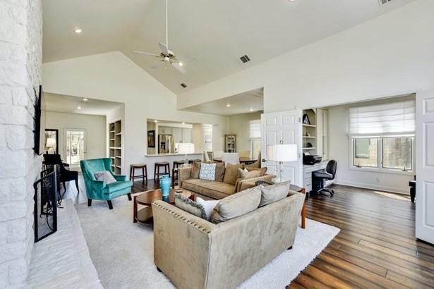 Single Family Residence - Spicewood, TX