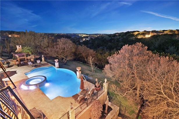 Single Family Residence - Lakeway, TX