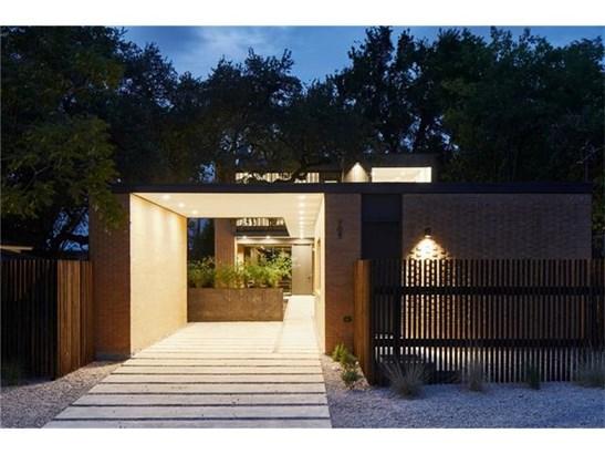 1st Floor Entry,Multi-level Floor Plan,No Adjoining Neighbor - House (photo 2)