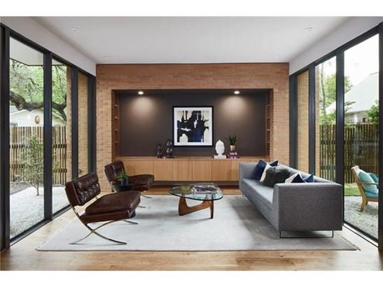 1st Floor Entry,Multi-level Floor Plan,No Adjoining Neighbor - House (photo 3)