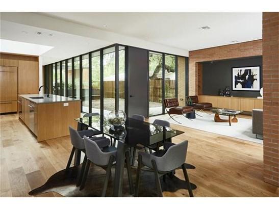 1st Floor Entry,Multi-level Floor Plan,No Adjoining Neighbor - House (photo 4)