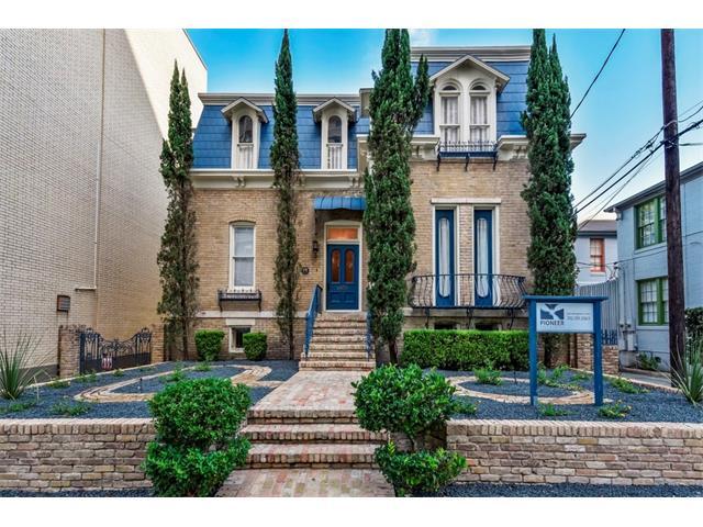 Entry Steps,Multi-level Floor Plan, House - Austin, TX (photo 1)
