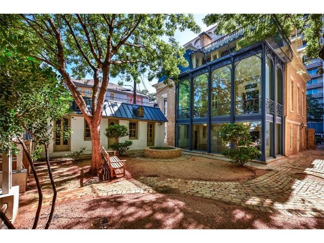 Entry Steps,Multi-level Floor Plan, House - Austin, TX (photo 2)